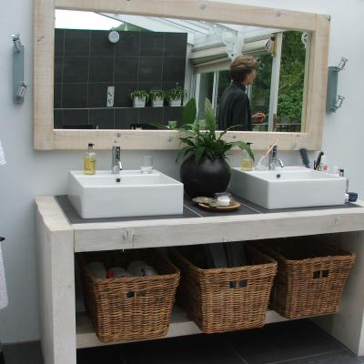 Bathroom Unit with Tiled Top